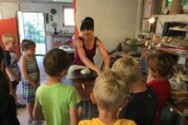 Töpfern mit der 1.a (Lehrerin Angela Hasenburger)